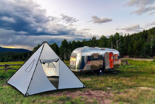 Available in a standard version and a Mini model the Buffalo Tent can be set up in just a few minutes; is built to withstand high winds rain and snow; ... & The Buffalo Tent Offers Shelter in All Kinds of Weather | Gear ...