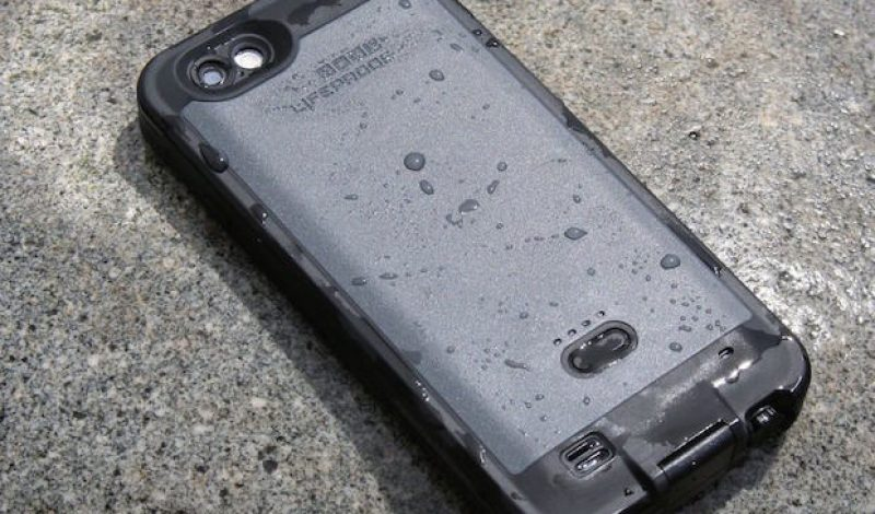 Smartphone Case Showdown: Mophie Juice Pack H2PRO vs. Liferproof FRĒ Power